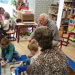 Spelletjes met de opa's en oma's