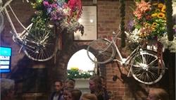 Bezoek zomerbloemententoonstelling en bloemstukje maken, groep 7a